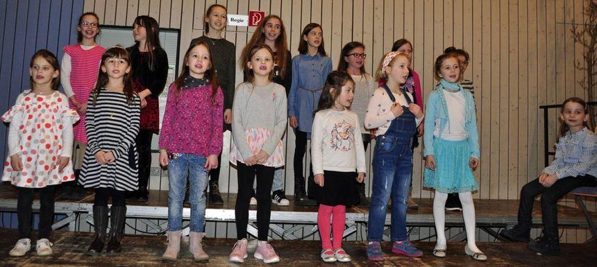 Der Kinderchor Dertingen bewies beim Liederabend mit drei Liedern, dass sich der Gesangverein um ...