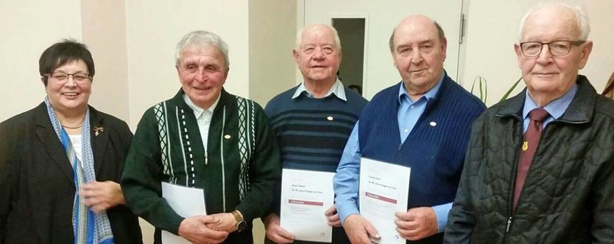 Waltraud Herold, Präsidentin des Sängerbunds Badisch-Franken, ehrte in der Versammlung des ...