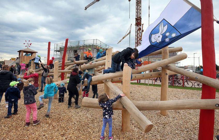 Klettergerüst Aus Europaletten : Schaukel aus europaletten selber bauen anleitung mit mustern