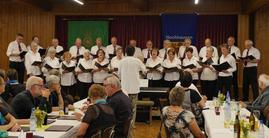 """Der Gesangverein Hochhausen beim """"Heimspiel"""" im Konradsaal."""