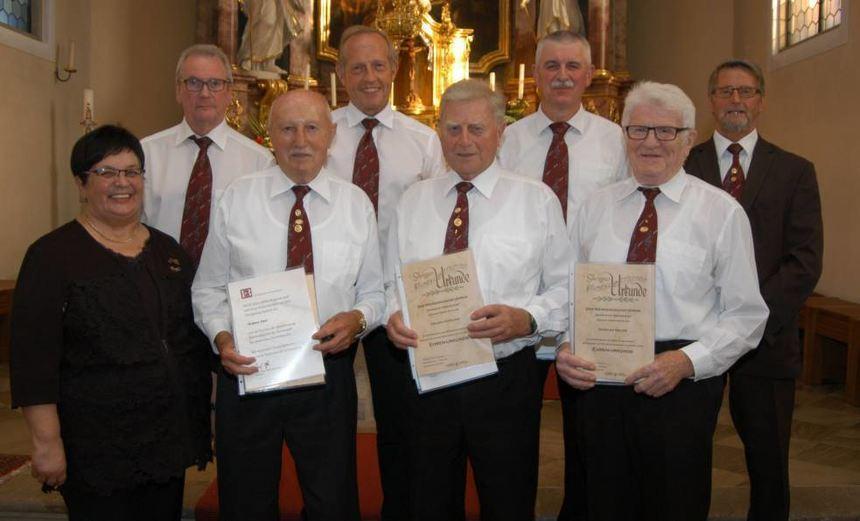 Ehrung (von links): Präsidentin Waltraud Herold, Peter Hüttner, Hubert Derr, Rainer Mark, Erhard ...