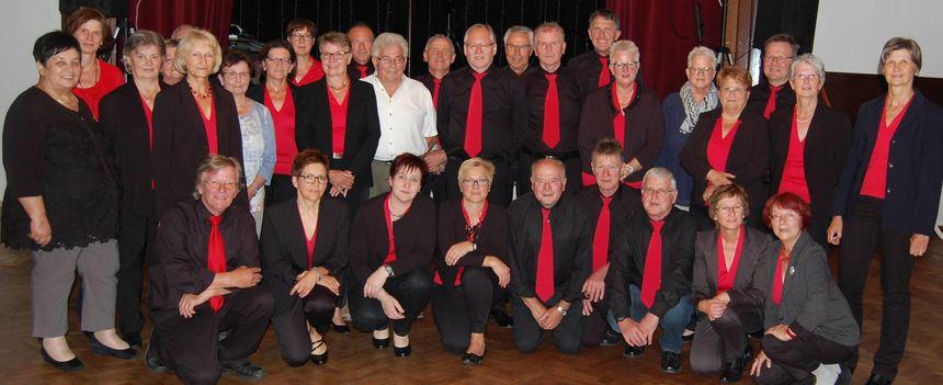 Viele Sänger des Gesangvereins Nassig wurden beim Ehrenabend für ihre langjährige Mitgliedschaft ...