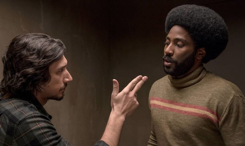 Adam Driver (l) und John David Washington in einer Filmszene.