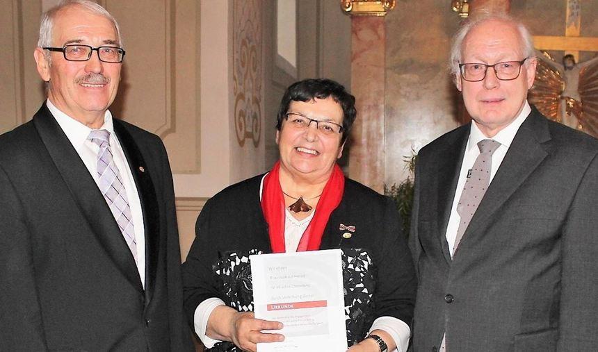 Der Sängerbund Badisch-Franken gratulierte seiner Präsidentin Waltraud Herold zum 70. Geburtstag ...