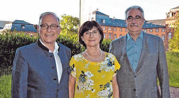 Ämterübergabe: Dr. Sven Schultheis (rechts) ist der neue Präsident des Lions Clubs Wertheim. Er ...