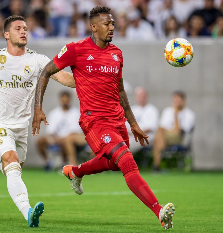 In blendender Form: Bayern Münchens Jerome Boateng (r.) gegen Real Madrids Luka Jovic.