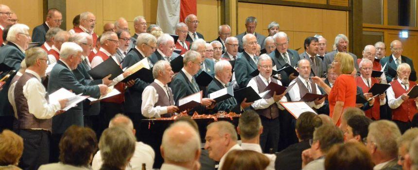 Der MGV Liederkranz gab zum Jubiläum ein Konzert in der Stadthalle. Dieses bot viele Höhepunkte – ...