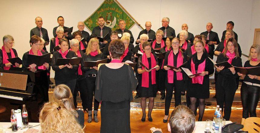 """Die Chorvereinigung """"Eintracht"""" Bofsheim überzeugte beim Herbstkonzert mit ihrem virtuosen Gesang."""