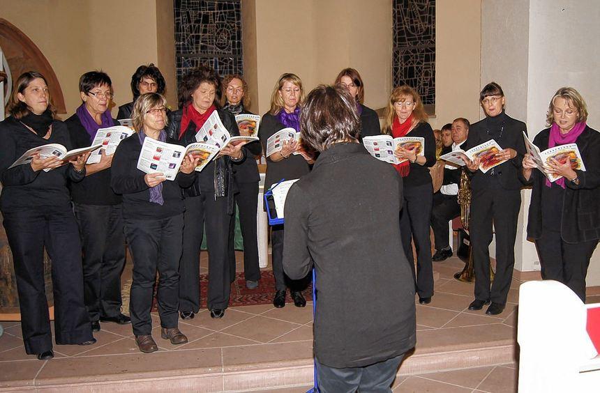 """Der """"Singkreis"""", der Bezirksposaunenchor und Werner Künzel an der Orgel umrahmten den Gottesdienst ..."""