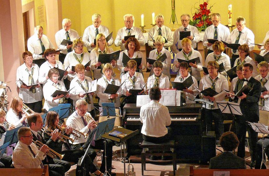 Ein abwechslungsreiches, fröhliches Programm boten der Gesangverein Bettingen, der Posaunenchor ...
