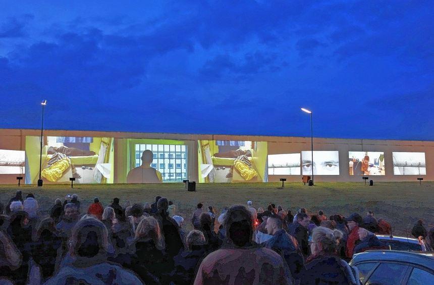 """Rund 600 Besucher kamen am Freitagabend zur Aktion """"Innen ist Außen"""" an der Justizvollzugsanstalt ..."""
