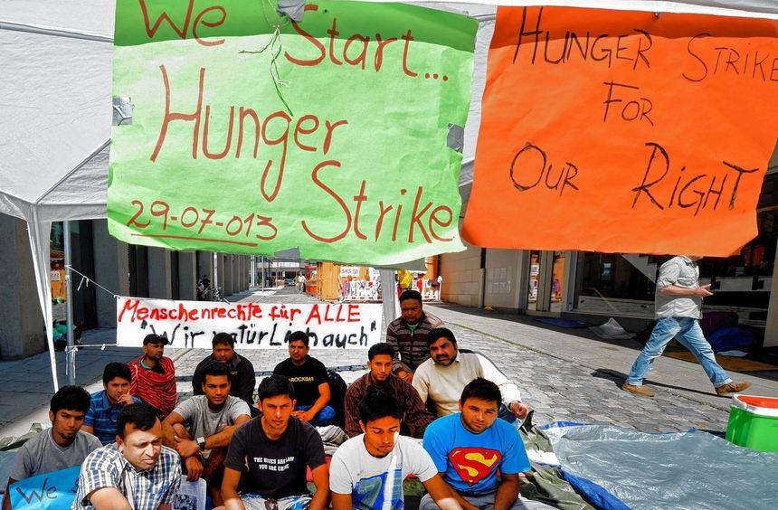 Seit Montag sind 18 Flüchtlinge aus dem Main-Tauber-Kreis in Stuttgart im Hungerstreik, um ihre ...