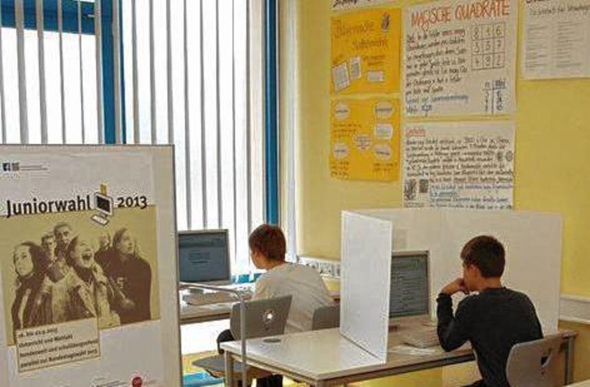 """Interessante Ergebnisse gab es bei der """"Junior-Wahl"""" am Matthias-Grünewald-Gymnasium."""