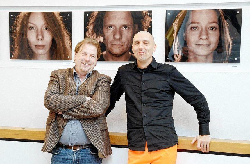 Intendant Hermann Schneider (links) ließ es sich nicht nehmen, mit dem Fotografen Falk von ...