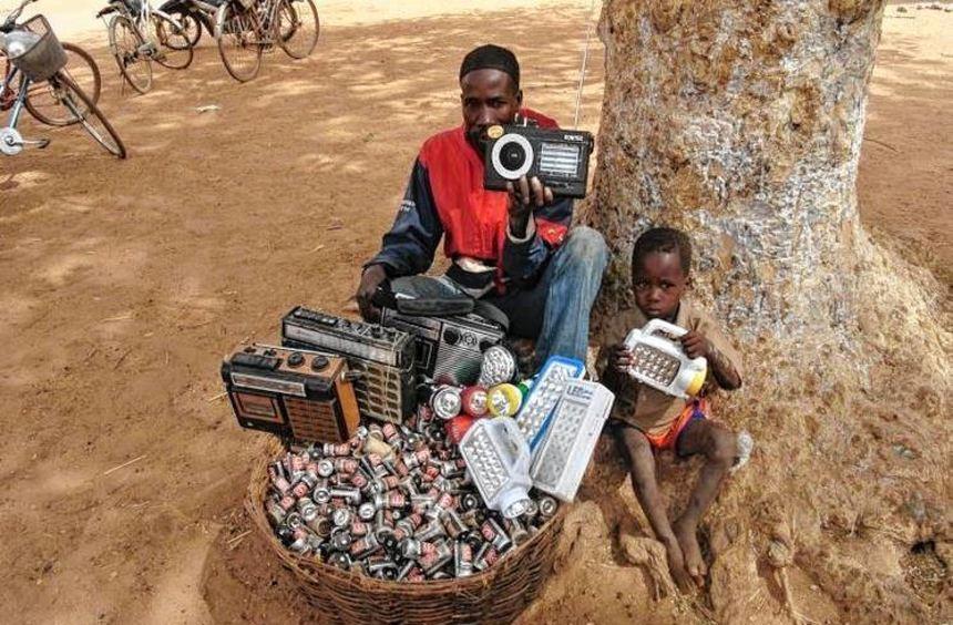 "Die Assamstadter Firma Ansmann unterstützt das Pilotprojekt ""Reis statt Giftmüll"" in Burkina Faso ..."